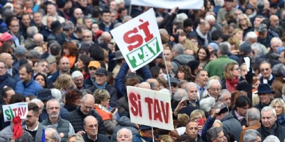 I partecipanti alla manifestazione Sì Tav in Piazza Castello a Torino