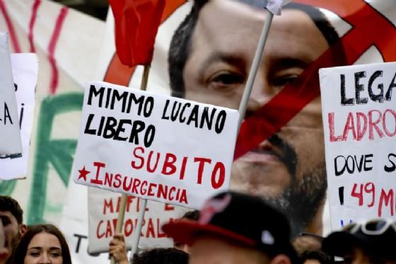 Manifesti di solidarieta' per Mimmo Lucano, il sindaco di Riace, esposti durante il corteo di protesta dei centri sociali e dei movimenti per l'arrivo in citta' del ministro Matteo Salvini