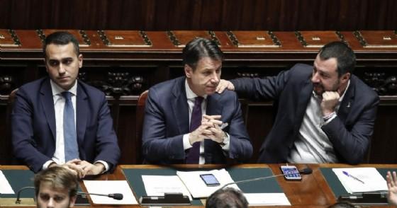 Il vicepremier e ministro del Lavoro e dello Sviluppo Economico Luigi Di Maio, il presidente del Consiglio Giuseppe Conte e il vicepremier e ministro dell'Interno Matteo Salvini