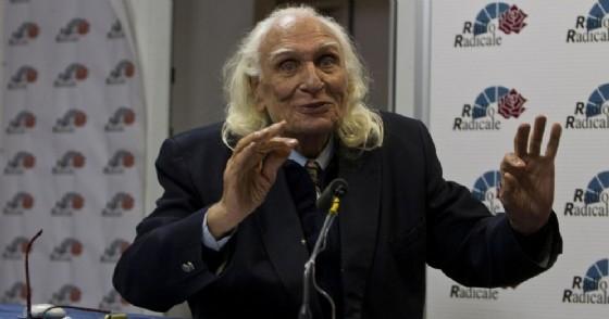 Lo storico leader dei Radicali, Marco Pannella, negli studi della radio