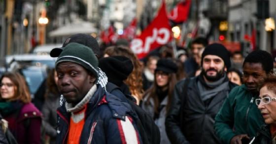 Un momento del corteo antirazzista e pro accoglienza dei migranti a Firenze