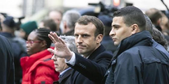 Francia Francia, Macron cerca una via d'uscita dalla crisi dei gilet gialli