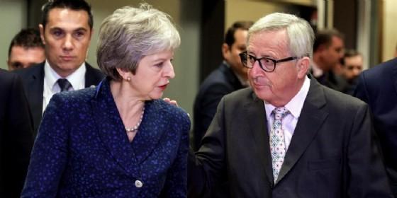 Brexit, l'Ue dice di volere aiutare Theresa May