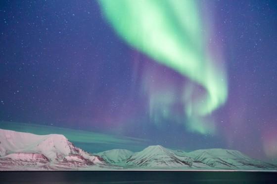 Aurora boreale alle Isole Svalbard in Norvegia