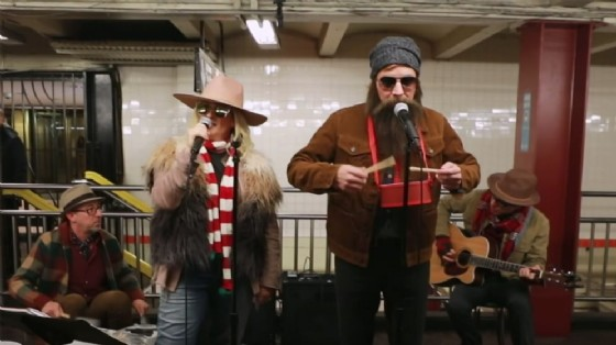 Alanis Morissette e Jimmy Fallon, concerto improvvisato in metro