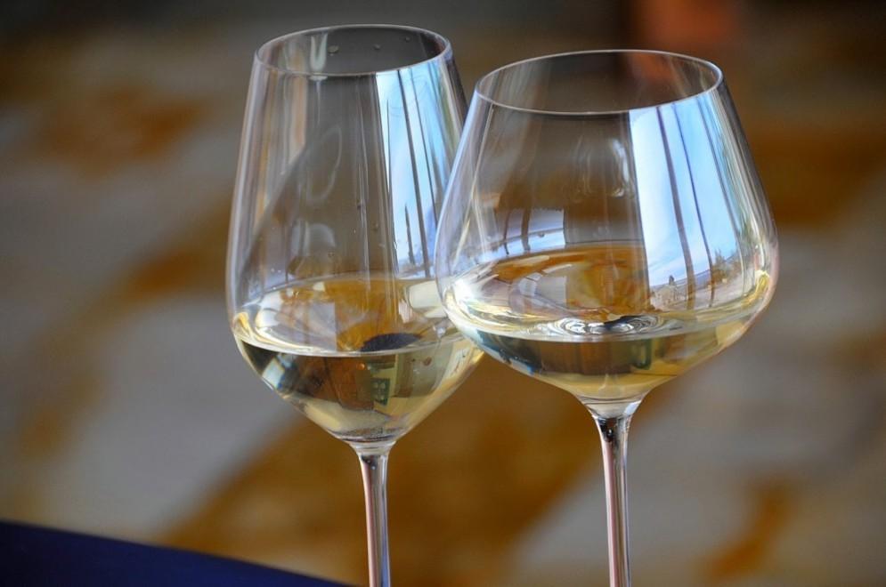 Bicchieri di vino bianco