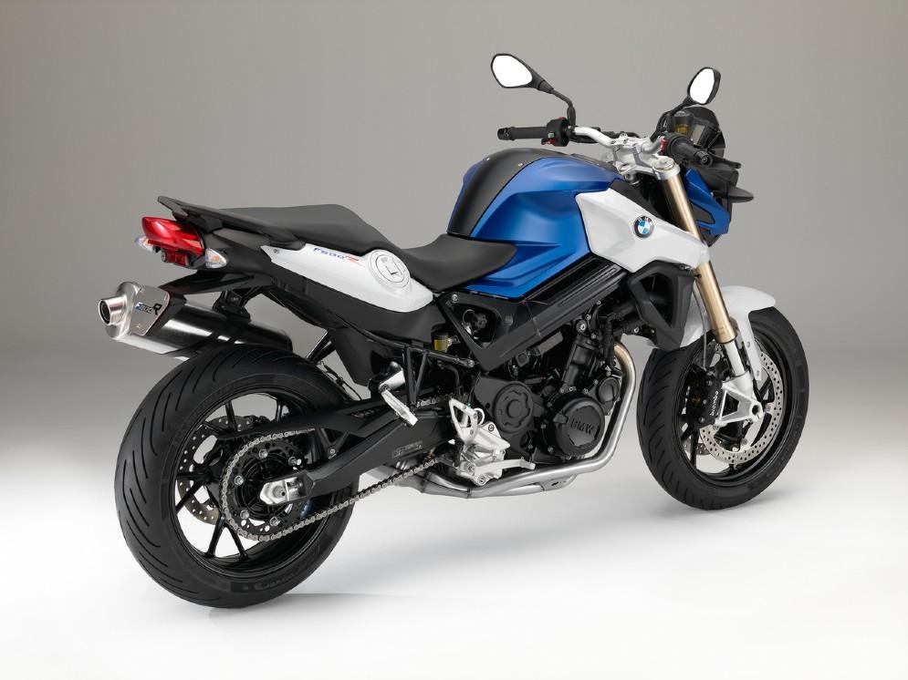 3 CV in più, nuova rapportatura del cambio, ciclistica migliorata, stessa dotazione elettronica con ABS di serie