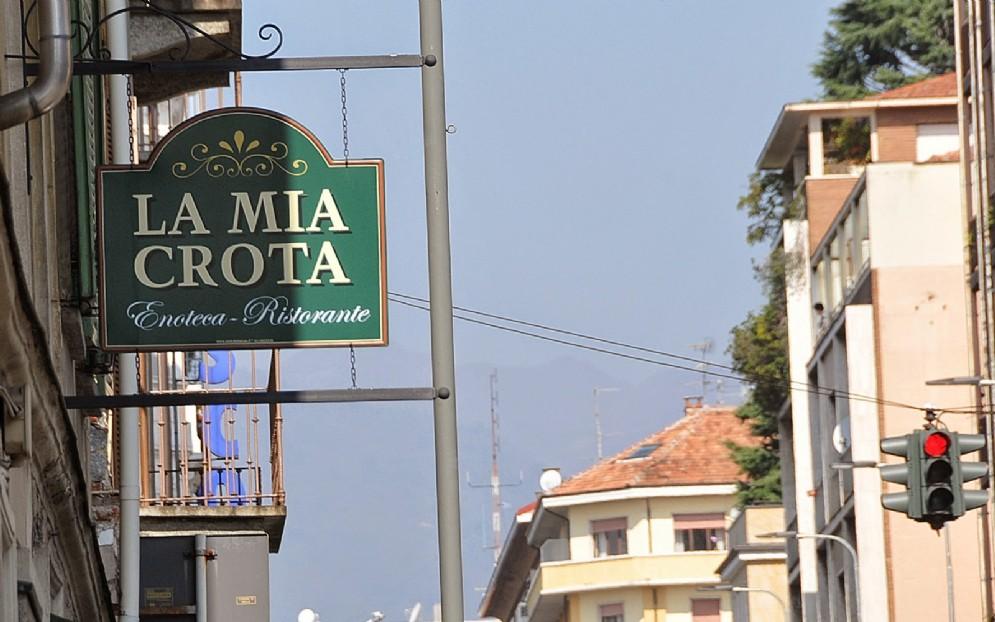L'insegna del locale in Via Torino