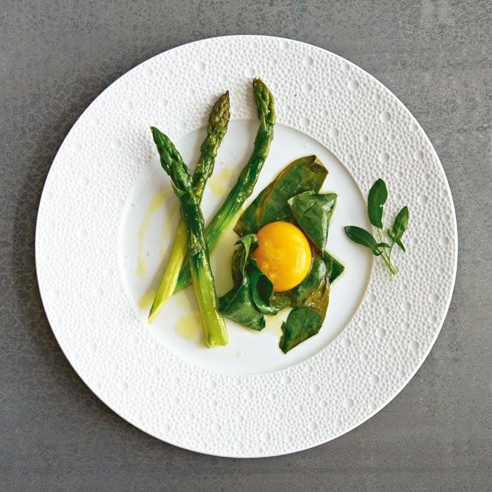 Asparagi, uovo e acetosella
