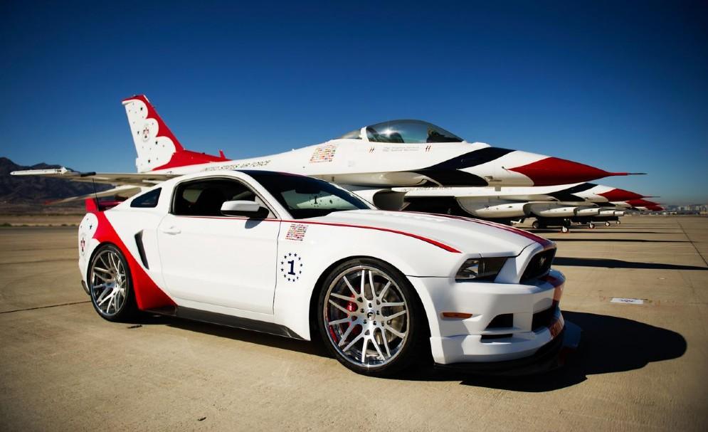 GT US Air Force Thunderbirds (2014) - modello speciale realizzato per celebrare il 70º anniversario della fondazione della pattuglia acrobatica Usa