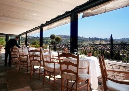 La terrazza del ristorante con vista su St.Paul de Vence