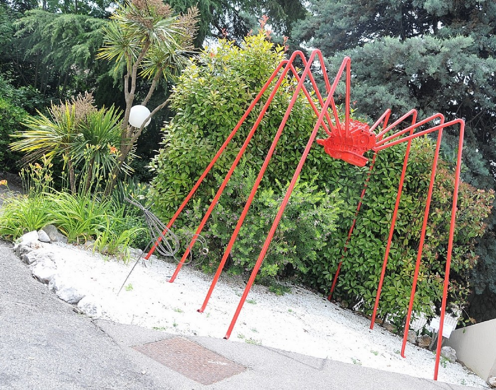 Molte le sculture d'arte moderne esposte in giardino