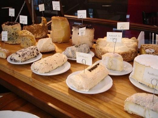 Un bel carrello dei formaggi, quasi tutti di Albertini