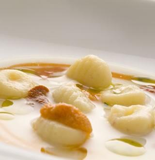 Zuppa di Friulano, gnocchi e ricci di mare