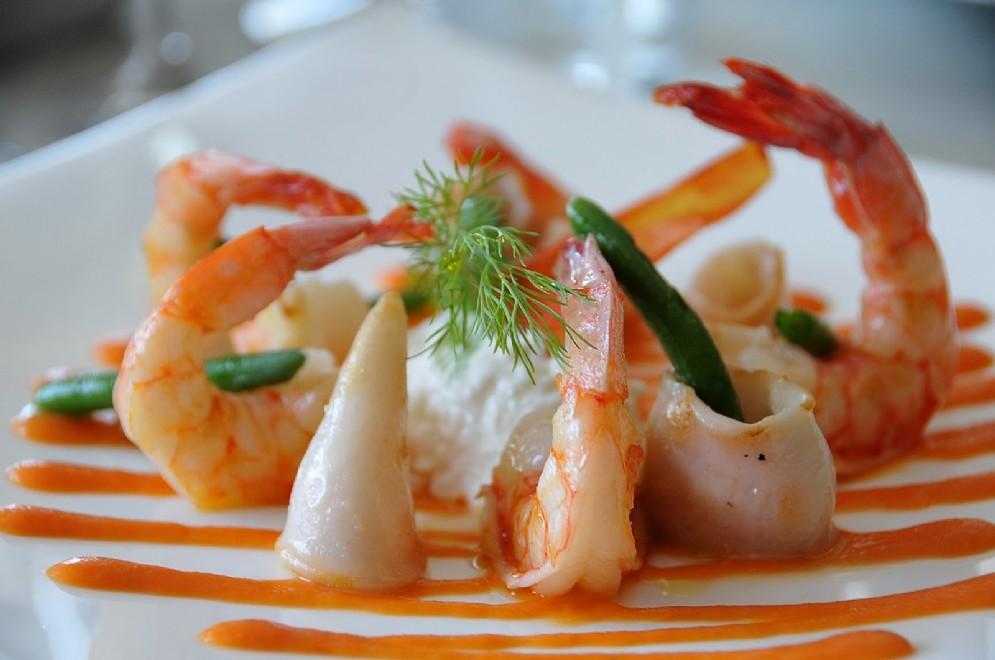 Gamberi e calamari con burrata pugliese e maionese di pomodori Pachino