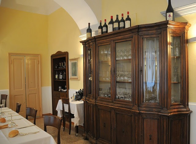 Uno scorcio della sala principale del ristorante Massimo, nel Covento
