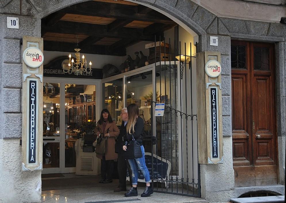 L'ingresso del locale nella centralissima Via Mazzini