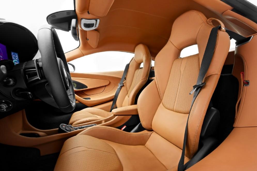 Dietro ai sedili c'è uno spazio extra che va ad aggiungersi ai 150 litri del vano anteriore