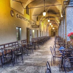 Il fresco dehors del Caffè Marco Deiro di Oropa