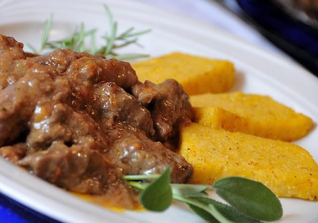 Il fricandò di Sordevolo ... con salsiccia di maiale, pollo, manzo, e polenta grigliata