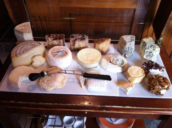 Una parte del vasto assortimento di formaggi