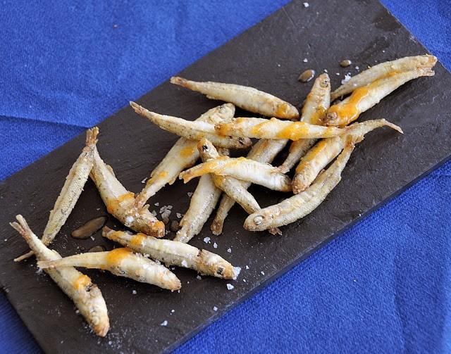 Acquadelle fritte con salsa ajada alla paprika dolce