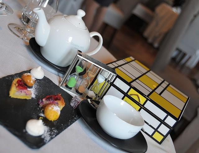 L'elegante servizio del tè o tisane