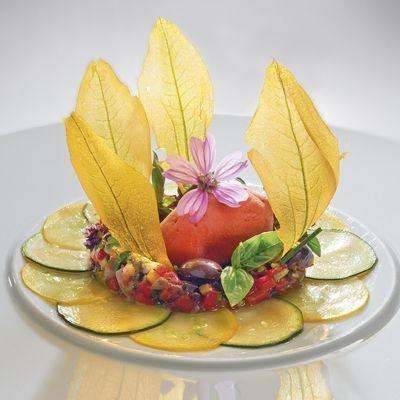 Un omaggio, un interpretazione ad uno dei piatti simbolo di Vergé, il polpettone in fiore di zucchina al tartufo nero