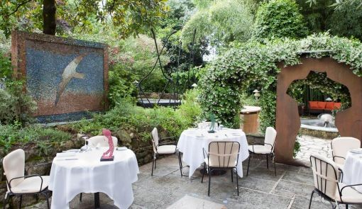 Il giardino del Moulin de Mougins, ricco di opere d'arte contemporanee