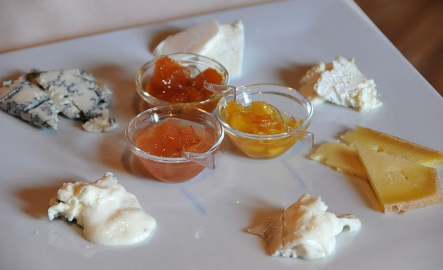 Un assaggio di formaggi dalla vastissima selezione