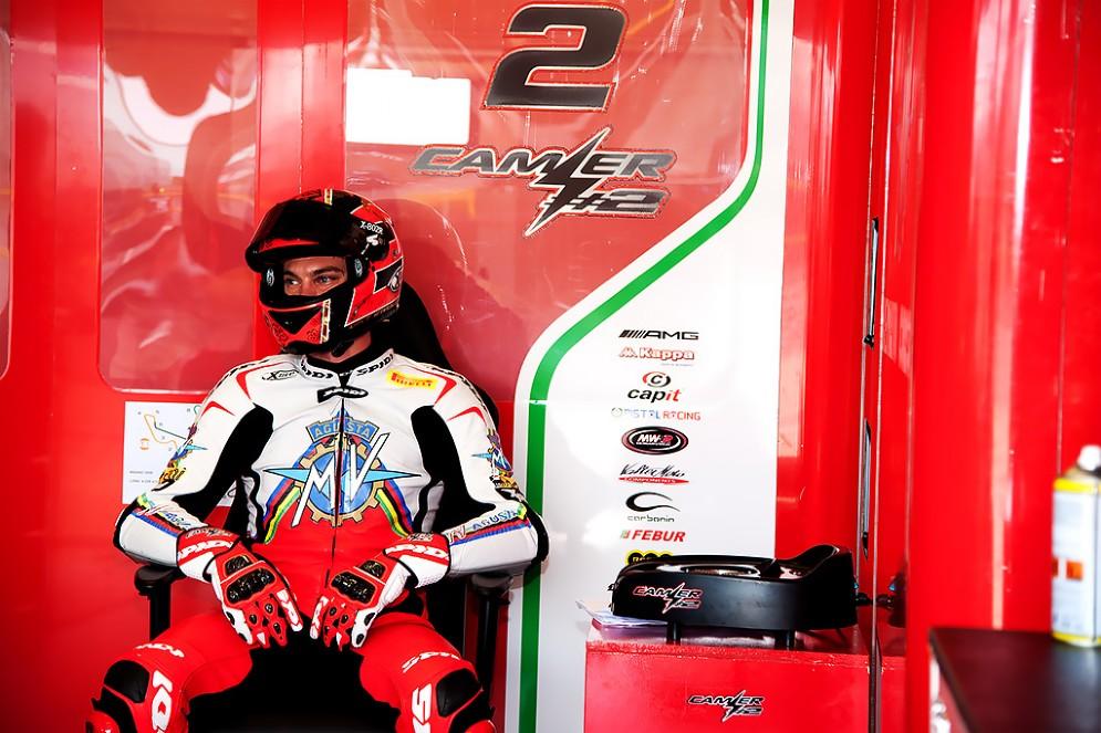 Leon Camier al box Mv Agusta (Foto: Andrea Bonora per DiariodelWeb.it)