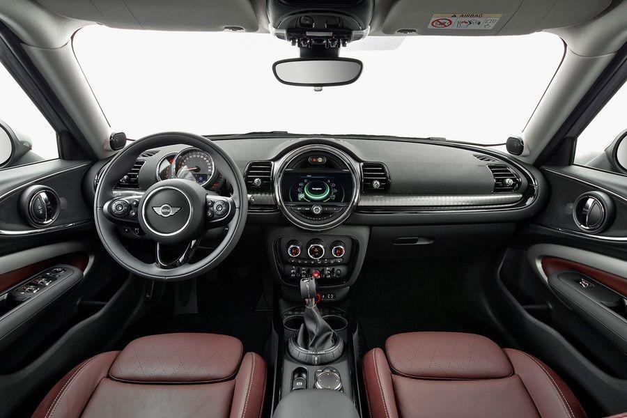 Il modulo di navigazione del sistema multimediale si paga a parte (1.000 euro), così come l'head-up display (600 euro)