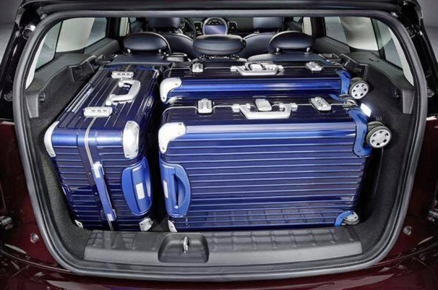 Sale anche la capienza del bagagliaio: dai soli 260 litri della Clubman prima serie ai 360 attuali