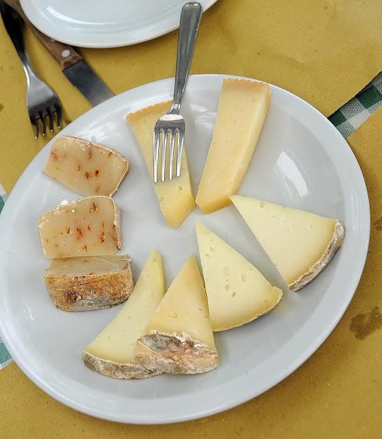 Un assaggio di formaggi messi via da Silvano