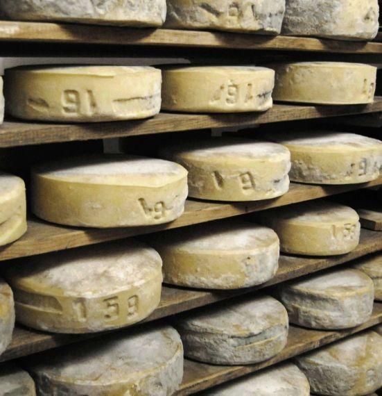 Il formaggio in fase di affinamento. Da taccuinistorici.it