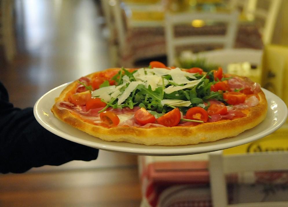Una pizza al tegamino, molto apprezzata ad Ivrea