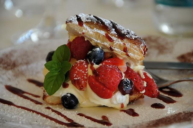 Sfogliatina alla crema e frutti rossi