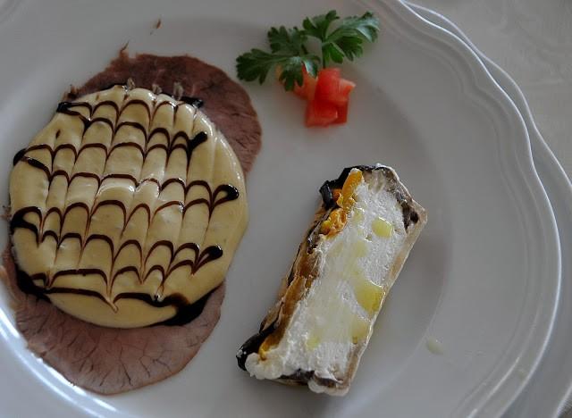 Terrina di caprino con melanzane e peperoni arrostito e vitello tonnato al balsamico