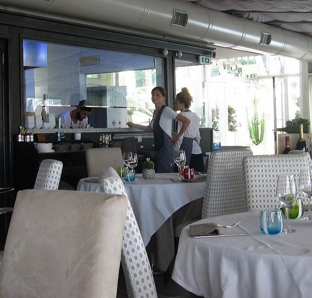 Cucina a vista, con Alessia e Desirée al pass