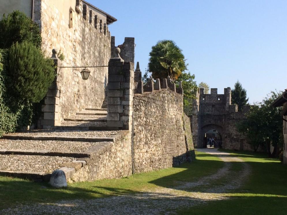 Dettaglio del castello di Arcano Superiore