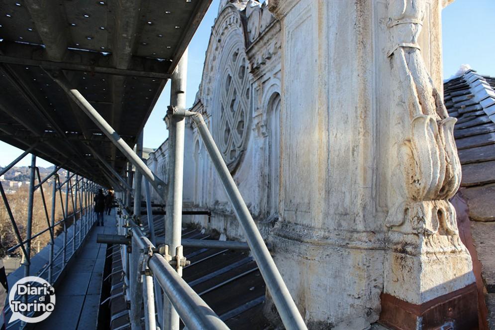 Lavori sulla facciata della stazione di Porta Nuova