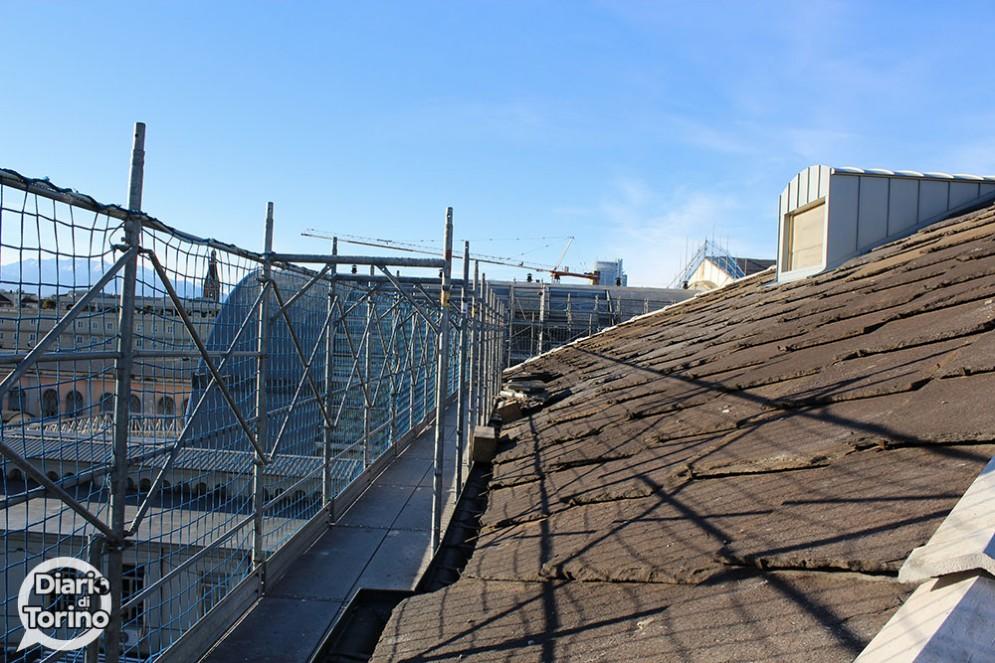 Lavori sul tetto della stazione di Porta Nuova