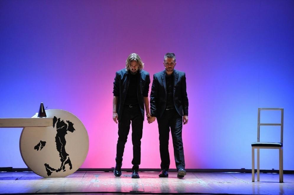 Scanzi e Casale a teatro in Il sogno di un'Italia