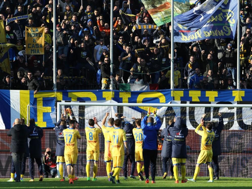 Il Frosinone festeggia per la bella vittoria