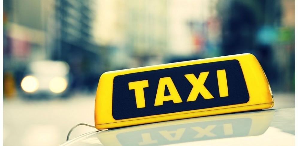 4 giovani importunano un tassista