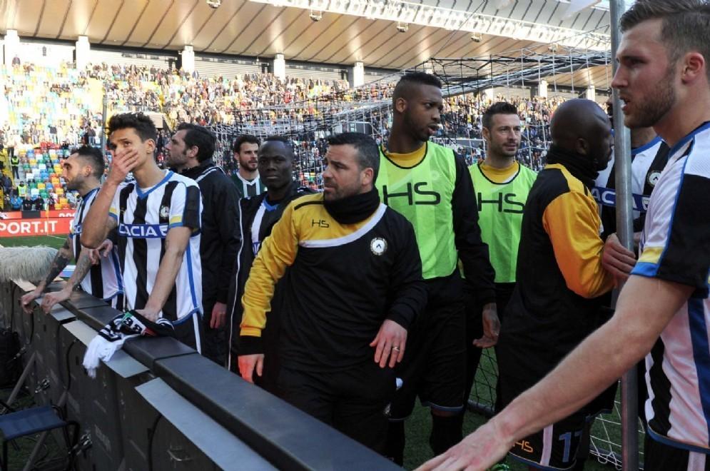 I giocatori dell'Udinese sotto la curva (© Diario di Udine)