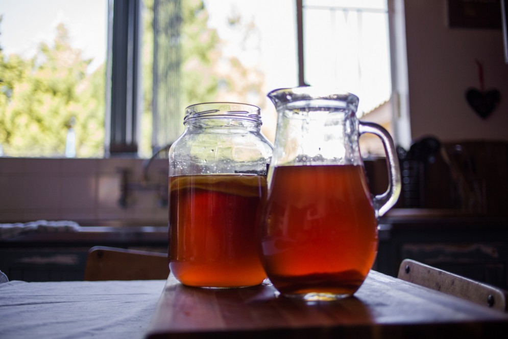 Primo step: il tè - Per prima cosa prepara un buon tè nero con 60 grammi di zucchero