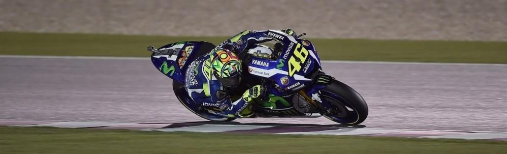Valentino Rossi in pista nelle prime prove libere in Qatar