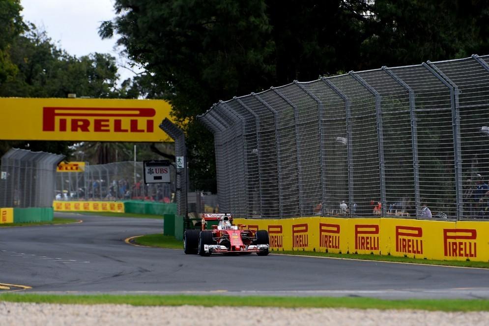 La Ferrari di Sebastian Vettel in pista a Melbourne