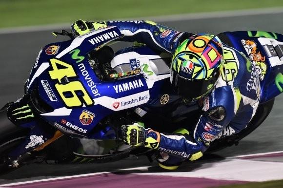 Rossi in pista sulla sua Yamaha